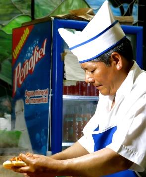 the pastor serves up el pastor. Ciudad de México
