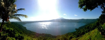 hours of uncharted dirt road to have a meal in this spot, as beautiful as it is unpractical, Laguna de Apoyo, Nicaragua