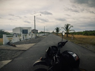 a lonely suburban street full of empty modern homes, La Barqueta, Panamá
