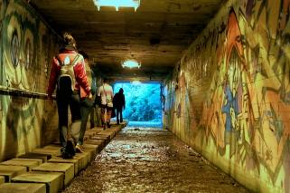 Tunneleers head into the blue light, Bogotá