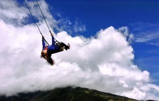 sweetly soaring, Baños