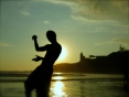 a blurry silhouette tries in vain to make hand puppets, Montañitas